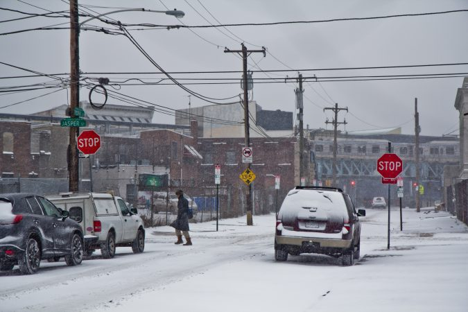 Snow and wind began Thursday morning in Philadelphia. (Kimberly Paynter/WHYY)