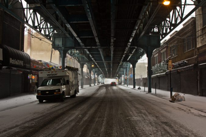 Few cars move along Front St. beneath the EL Thursday morning. (Kimberly Paynter/WHYY)