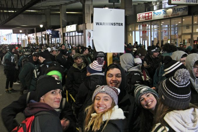 Regional rail users wait in lines that stretch for blocks after the Super Bowl parade. (Emma Lee/WHYY)