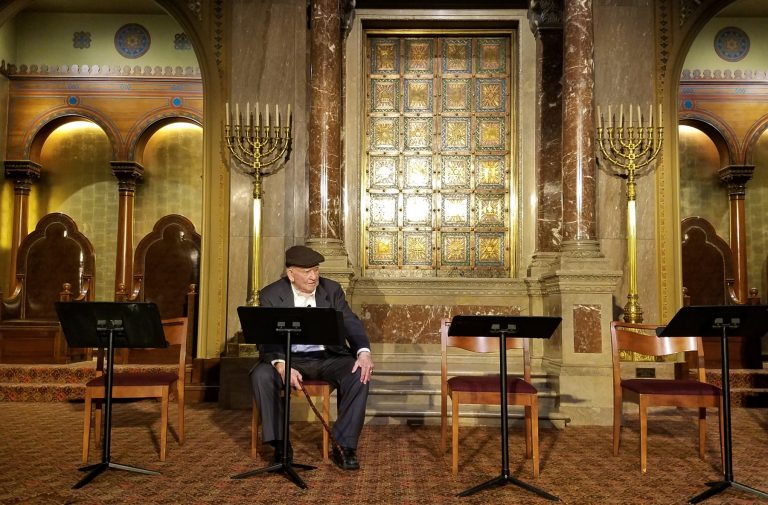 Actor Ed Asner takes the stage at Congregation Rodelph Shalom for a run-through of