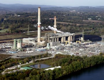 PPL's Brunner Island coal-fired plant, on the west bank of Susquehanna River, plans to stop burning coal by 2029. (Carolyn Kaster/AP Photo)