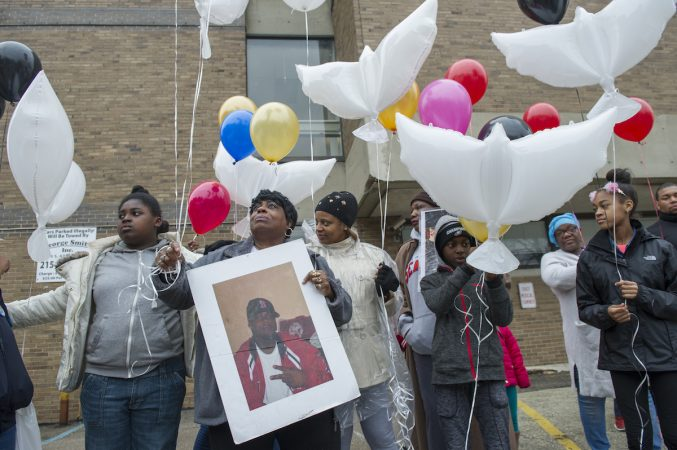 Marchers prepare to release balloons, honoring victims of murder, in the parking lot of the Philadelphia Meidcal Examiner's office. (Jonathan Wilson for WHYY)