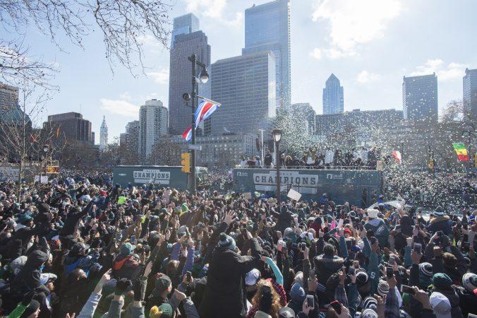 Super Bowl Parade arrives at Logan Circle. (Jonathan Wilson for WHYY)