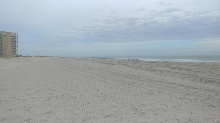New Jersey officials worry that beaches like this one in Ocean City would be at risk from an accidental spill if offshore drilling were allowed along the Shore. (Tom MacDonald/ WHYY)