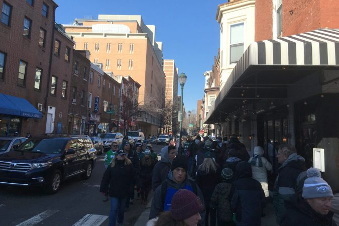 Around 3 p.m., the line for PATCO at 10th and Locust was approximately a quarter-mile long, with trains leaving every 5 minutes. (Jim Saksa/WHYY)