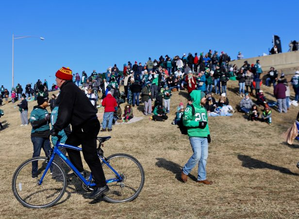 Philadelphia Eagles fans climb a hill near Broad and Packer to catch a glimpse of the Super Bowl champions on Feb. 8, 2018.