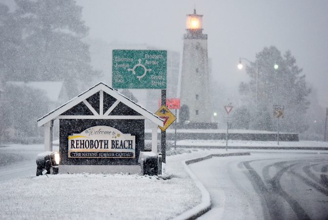 Snow has finally come to the beach late Wednesday afternoon as the nor'easter continues to affect the coastal area in Rehoboth and Dewey Beach.