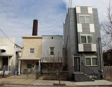 On York Street in East Kensington, a new rowhome towers above its neighbors. (Emma Lee/WHYY)