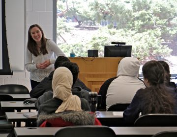 Ann Draemel engages her students in conversation during an intensive English course for international students at Temple University. (Emma Lee/WHYY)