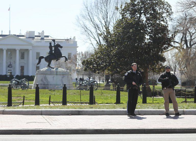 Tokeo la picha la white house man kills himself