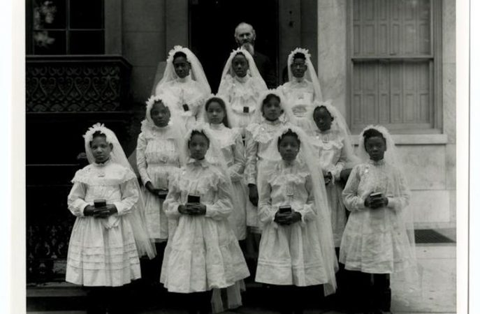 Girls first communion class, St. Peter Claver Roman Catholic Church, c. 1910-1920. / Historical Society of Pennsylvania.