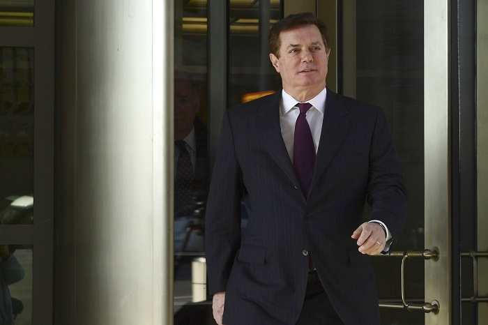 Former Trump campaign chairman Paul Manafort departs federal court in Washington, Monday, Dec. 11, 2017. (AP Photo/Susan Walsh)