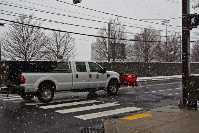 Snow falling early Wednesday did not stick to road surfaces. (Kimberly Paynter/WHYY)
