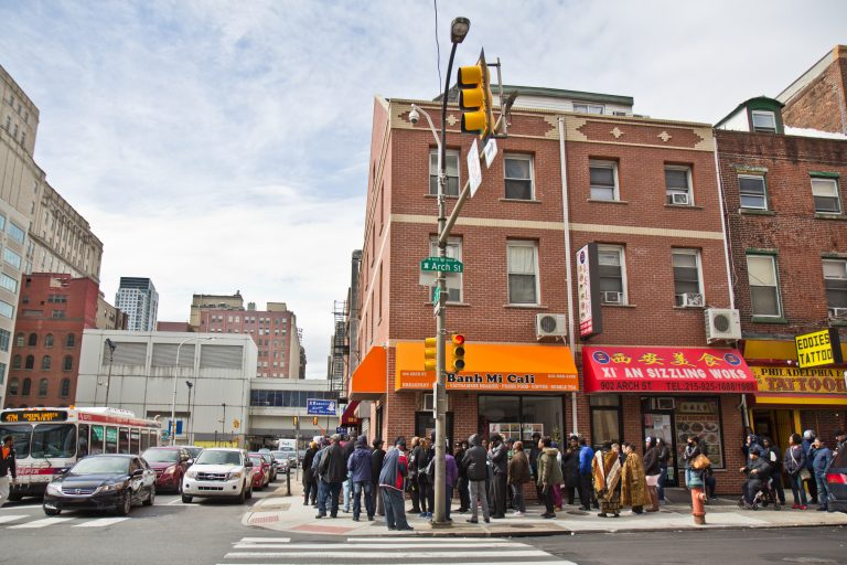 On the last day of the PPA's amnesty program to pay outstanding tickets without a fine, people line up around the block to pay up. (Kimberly Paynter/WHYY)