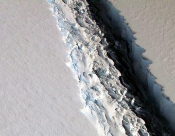 FILE PHOTO: This Nov. 10, 2016 aerial photo released by NASA, shows a rift in the Antarctic Peninsula's Larsen C ice shelf. (JOHN SONNTAG/NASA VIA AP)