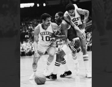 Boston Celtics Nate Archibald, center, tries to slip around a pick set up by Sixers Julius Erving, right, while guarding Maurice Cheeks (10) in NBA playoff action, Sunday, April 26, 1981, Philadelphia, Pa. (AP Photo/Rusty Kennedy)
