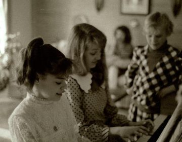 Andrea Avery, second from left, playing the piano with a friend when she was 10 years old. (Courtesy of Andrea Avery)