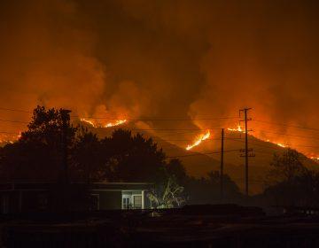 The Thomas Fire advanced toward Santa Barbara County on Dec. 10, 2017 in Carpinteria, Calif. (David McNew/Getty Images)