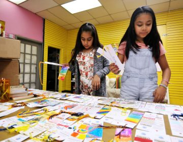 Alma, 11, and Yaretzy, 11, made bookmarks at Mighty Writers El Futuro in South Philadelphia Thursday. (Bastiaan Slabbers for WHYY)