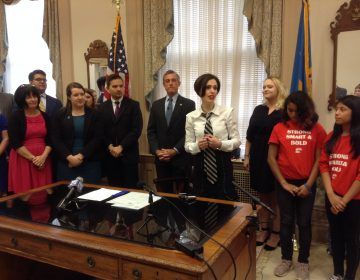 Activist Fraidy Reiss shows her support of Delaware's ban on child marriages. (WHYY/Zoe Read)
