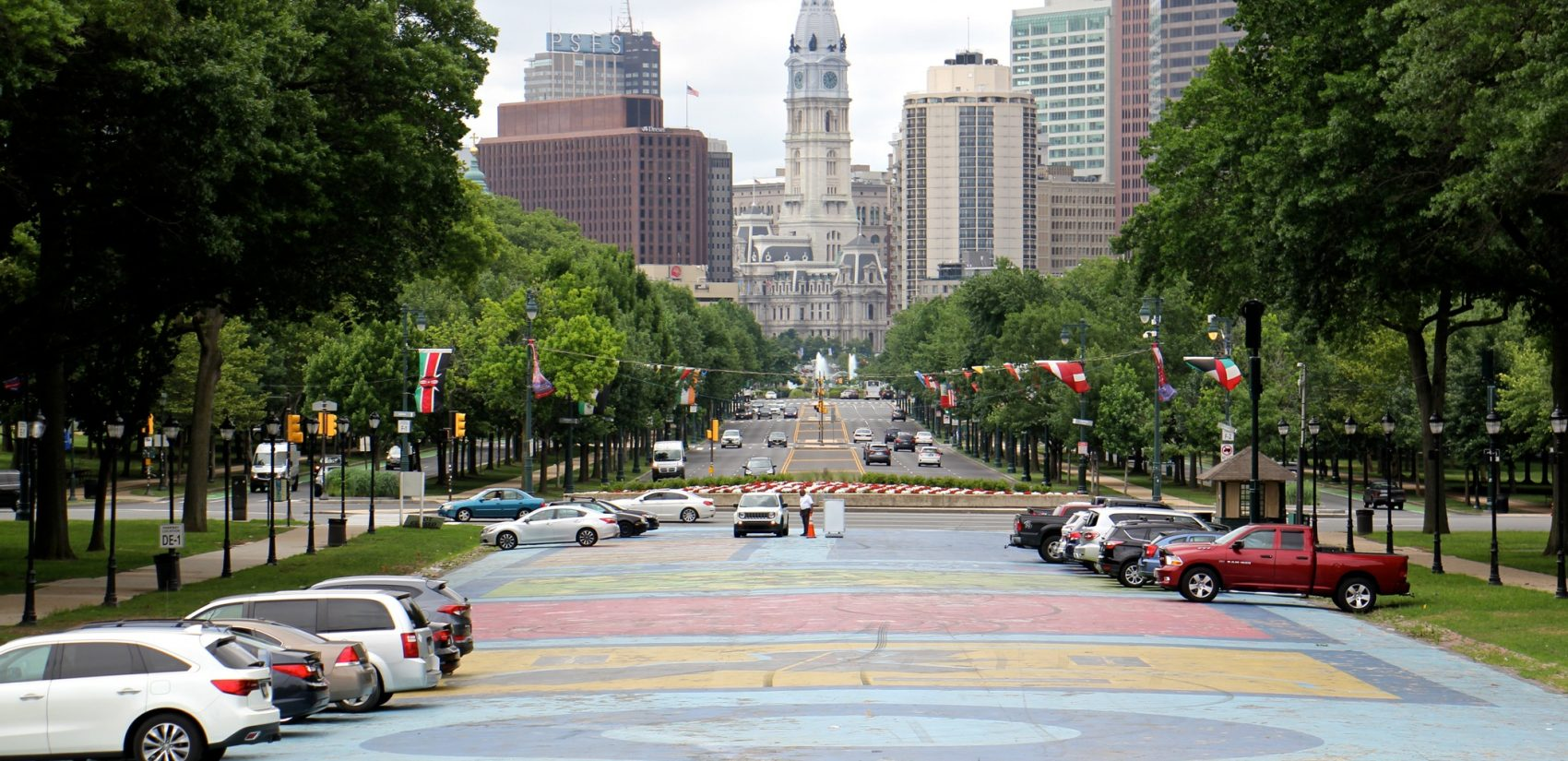 Looking east toward City Hall from Eakins Oval. (Emma Lee/WHYY)