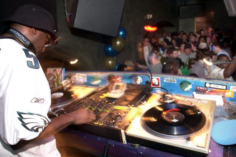 DJ Jazzy Jeff spinning in Philadelphia in 2003.
