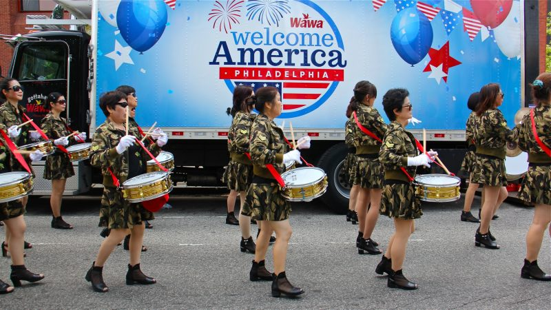 A drum corps from the Chinese Benevolent Association of the Philadelphia Chinese Community lines up for the July 4th parade. (Emma Lee/WHYY)