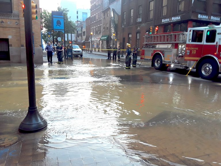 Flooding at 10th and Walnut streets after a water main break has flooded several Center City streets. (Trenae Nuri/WHYY)