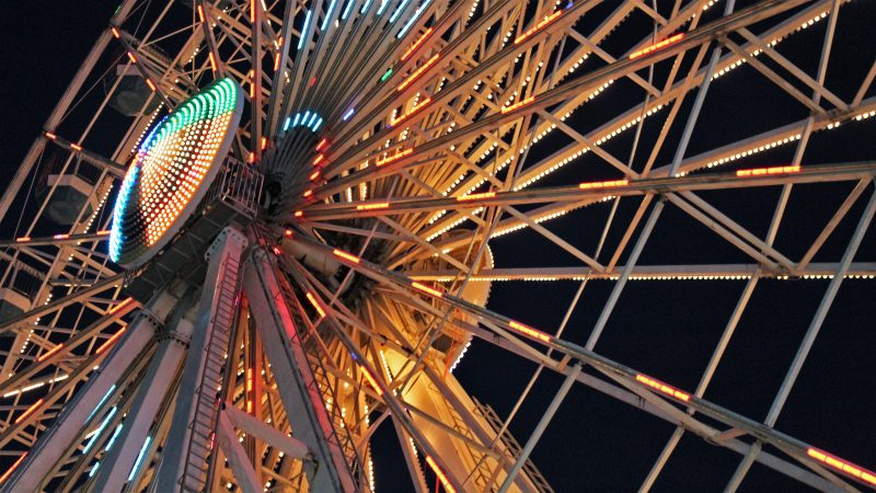 A view of the towering Ferris wheel at Gillian's Wonderland in Ocean City. (Bill Barlow/for WHYY)