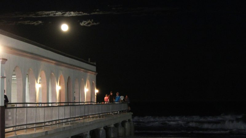 A small crowd gathers at the end of the Ocean City Music Pier to watch the moon rise. (Bill Barlow/for WHYY)