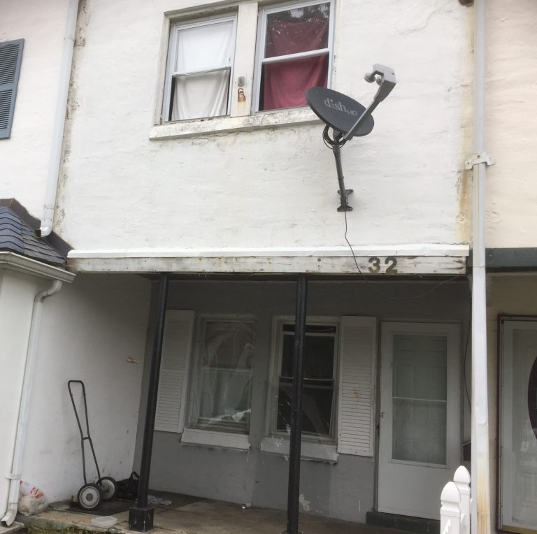 Landlord George Fantini has agreed to pay New Castle County $438,000 to settle his debt for code violations, back taxes and other infractions at properties such as this one in Claymont. (Zoe Read/WHYY)