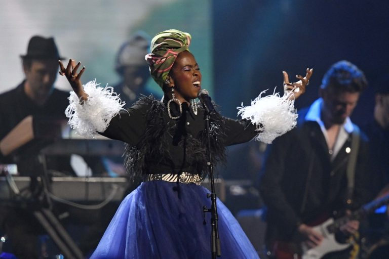 Recording artist Lauryn Hill pays tribute to Nina Simone during the Rock and Roll Hall of Fame Induction ceremony, Saturday, April 14, 2018, in Cleveland. (AP Photo/David Richard)