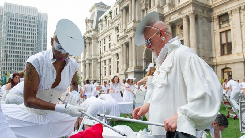 Joe Gray (left) and Don Maedche assemble a table at the start of Le Dîner en Blanc. (Jonathan Wilson for WHYY)