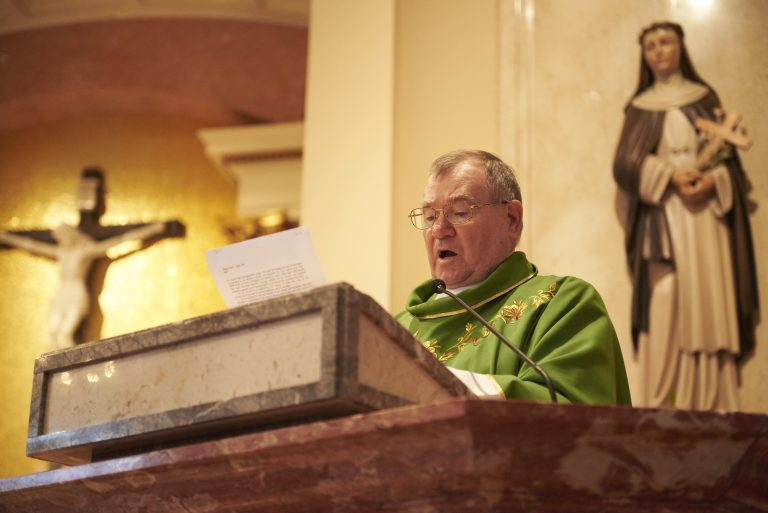 Monsignor Francis Schoenauer reads a letter from Allentown Bishop Alfred Schlert during Sunday mass at the Cathedral Church of St. Catharine of Siena in Allentown, Pa. (Natalie Piserchio for WHYY)