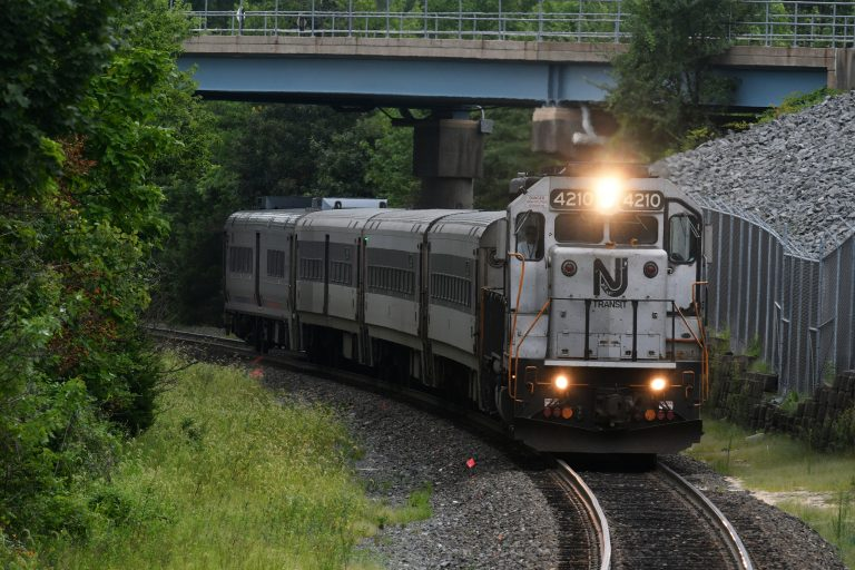 An Atlantic City Rail Line train to 30th Street Station in Philadelphia arrives in Lindenwold, N.J. (Bastiaan Slabbers for WHYY)