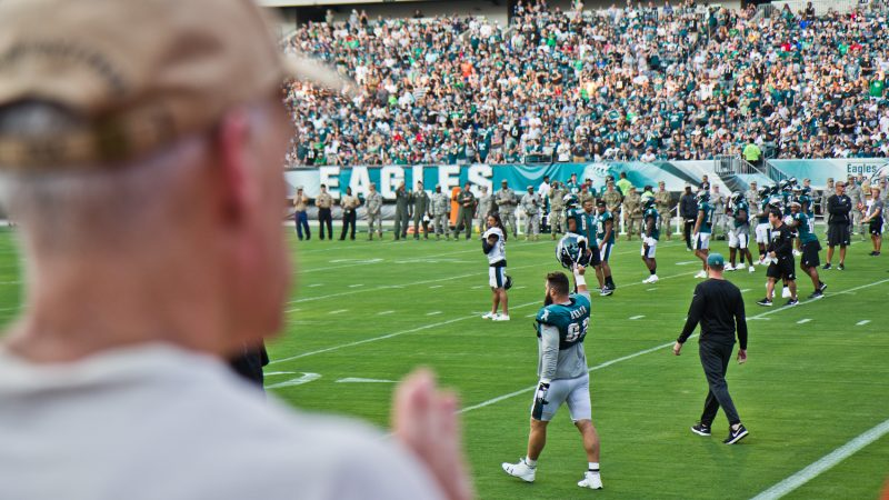 Eagles Center Jason Kielce takes the field at the team's first open practice of the season. (Kimberly Paynter/WHYY)