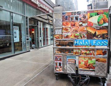 Halal food cart in New York. (Tupungato)