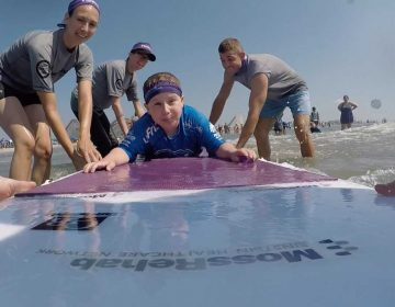 One of the 100+ surfers — and some of the volunteers — who participated in MossRehab's They Will Surf Again event in Wildwood, New Jersey. Photo Credit: Alex Felts and Chelsea Bronstein