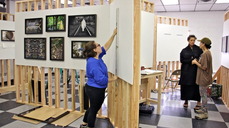 The Women's Mobile Museum sets up at Juniata Park Boys and Girls Club. (Emma Lee/WHYY)