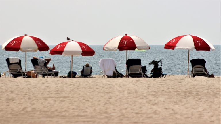 Beach goers taking in the sun. (Bill Barlow/for WHYY)