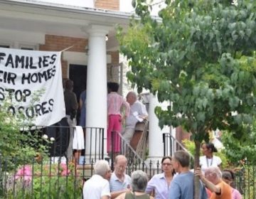 Activists protest evictions in Germantown (Bastiaan Slabbers for WHYY)