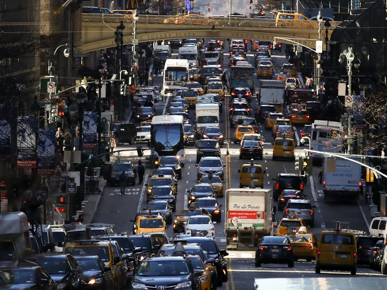 The average American commute increased to 26.9 minutes in 2017 from 26.6 minutes the year before, according to new data from the U.S. Census Bureau's American Community Survey. (Drew Angerer/Getty Images)