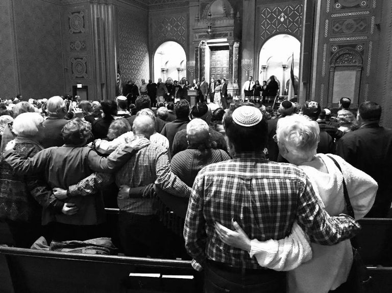An interfaith vigil held at  Temple Rodeph Shalom in Philadelphia on Sunday, Oct 28, 2018. (Peter Tobia/for WHYY)
