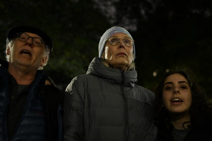 Hundreds of Philadelphians stand in solidarity with the Pittsburgh Jewish community during a vigil at Rittenhouse Square, on Saturday. (Bastiaan Slabbers for WHYY)