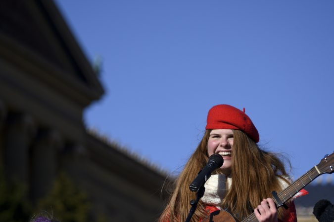Catie Turner, a 2018 American Idol contestant from Bucks County, performs during the televised component of the 99th annual Thanksgiving Day Parade in front of the Art Museum. (Bastiaan Slabbers for WHYY)