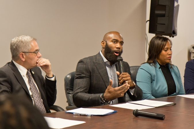 Eagles safety Malcolm Jenkins talks about Philadelphia's cash-bail system with community organizers. (Kimberly Paynter/WHYY)