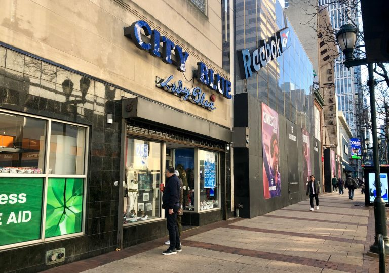 Shoppers gaze into the window of City Blue in Center City Philadelphia (Darryl C. Murphy/WHYY).