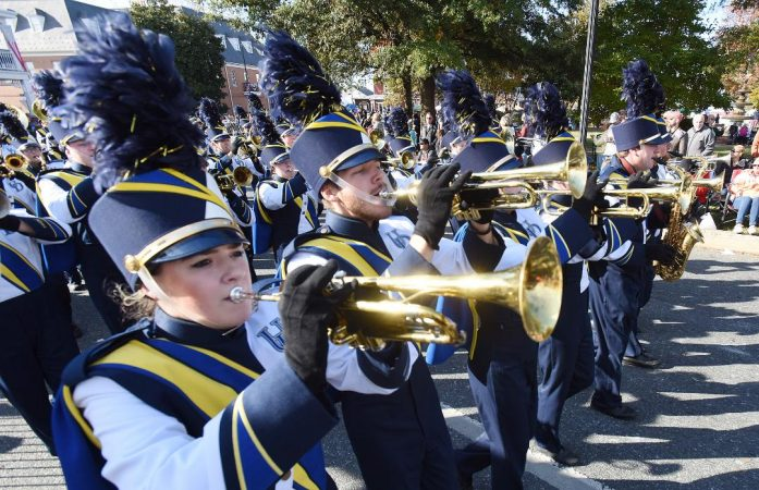 The University of Delaware marching band performs in the Return Day parade. (Chuck Snyder/for WHYY)