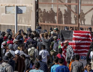 dpatop - 26 November 2018, Mexico, Tijuana: Migrants face security forces on the border with the USA. In the Mexican border town of Tijuana, numerous migrants have tried to illegally cross the border to the USA. Photo by: Omar Martinez/picture-alliance/dpa/AP Images