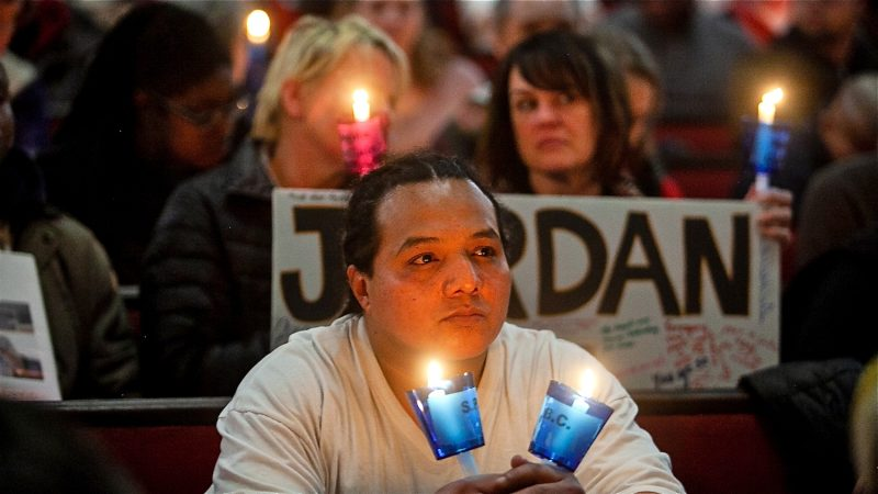 Candles are lit in memory of those who have died living on the streets of Philadelphia at a Homeless Memorial Day Service at Arch Street United Methodist Church Thursday evening. (Brad Larrison for WHYY)